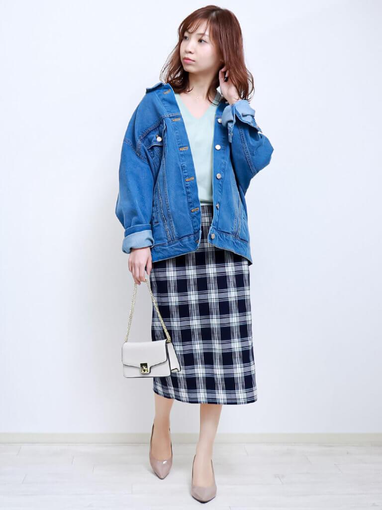 【ブルーコーデコーデ】トレンドデニムJKをチェック柄タイトスカートできれいめ仕様のデート服にチェンジ