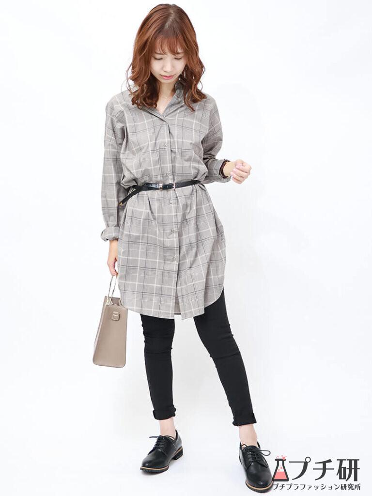 秋のシックなコーデ♪チェック柄のチュニックシャツ×黒スキニーのモノトーンスタイル