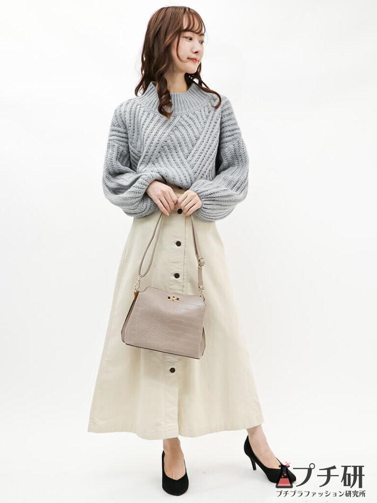 ボリュームスリーブニット×台形スカートで好印象間違いなしのきれいめカジュアルコーデ