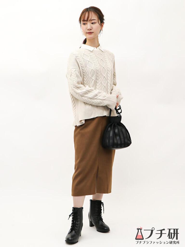 【白ニットコーデ】ケーブルニット×シャツをタイトスカートで女性らしくコーディネート