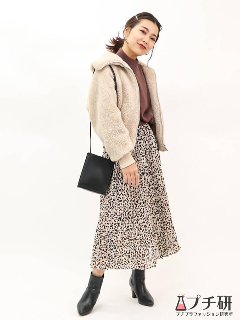 【ボアブルゾンコーデ】UNIQLO Uのボアブルゾンにレオパード柄のフレアスカートで作るフェミニンカジュアルコーディネート