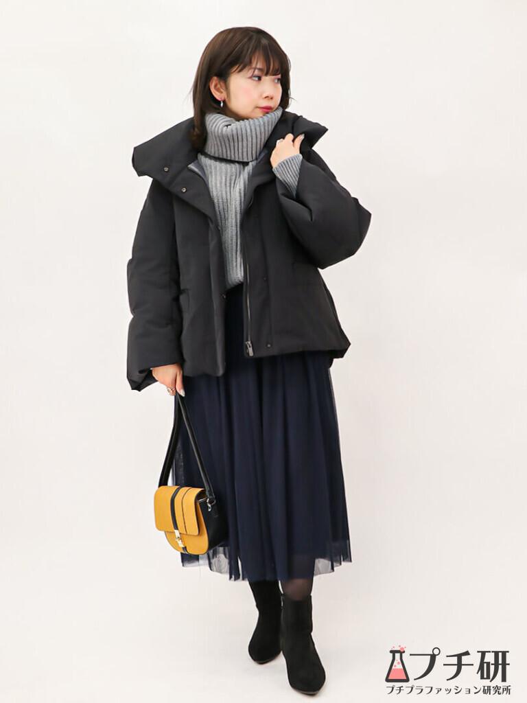 【downcoatコーデ】ハイブリッドダウンジャケットコートにざっくりリブニットとチュールスカートのコーディネート