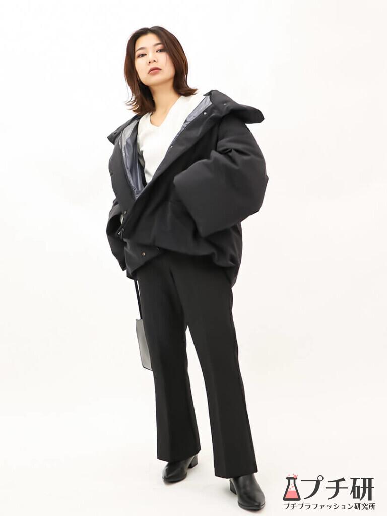 【downcoatコーデ】ハイブリッドダウンジャケットコートにフレアパンツとブーツのコーディネート